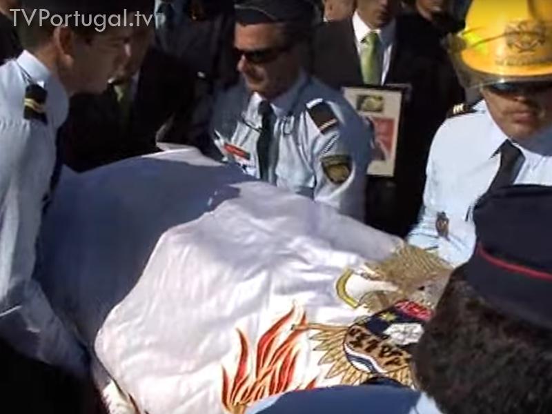 Foram mais de 3.000 pessoas, no funeral da bombeira de Alcabideche, Ana Rita Pereira. Fernando Teixeira Lopes, morte de bombeiros, Alcabideche